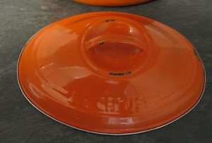cocotte-le-creuset-ovale-orange-tole-emaillee-_1bbb